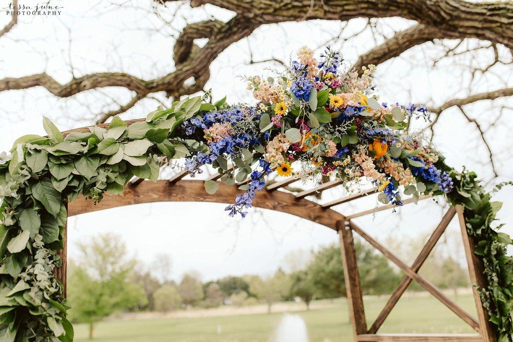 The-grands-at-mulligans-wedding-sartell-minnesota-spring-floral-spring-garden-wedding-82.jpg