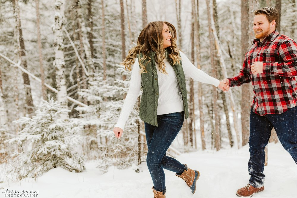 duluth-winter-engagement-forest-photos-during-snow-storm-4.jpg