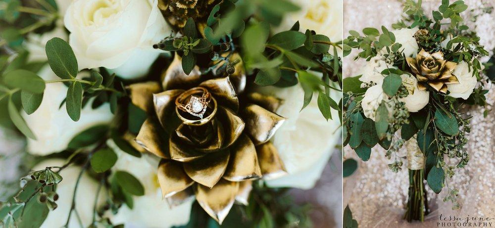 carlos-creek-winery-wedding-alexandria-minnesota-glam-elegant-floral-5.jpg
