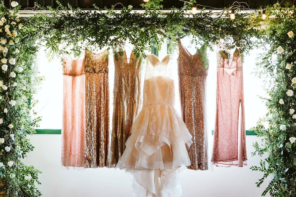 carlos-creek-winery-wedding-alexandria-minnesota-glam-elegant-floral-6.jpg