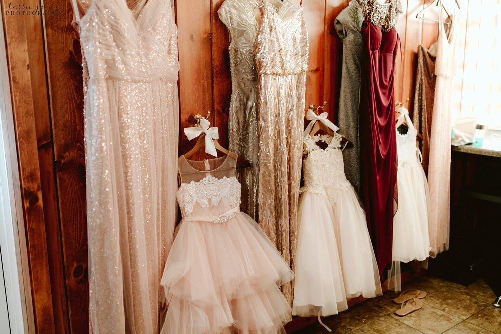 carlos-creek-winery-wedding-alexandria-minnesota-glam-elegant-floral-23.jpg