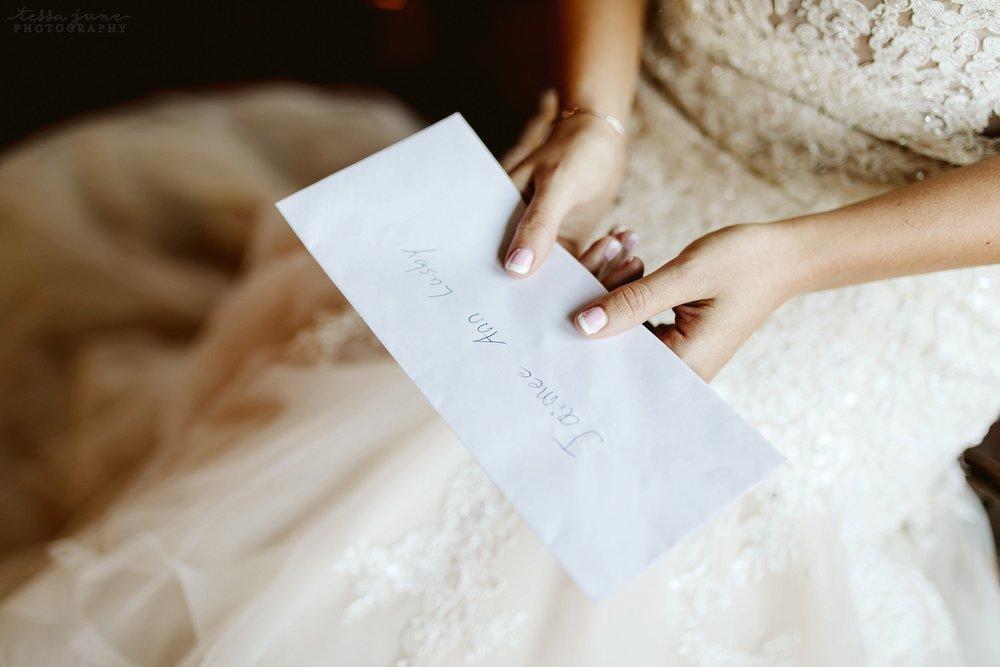 carlos-creek-winery-wedding-alexandria-minnesota-glam-elegant-floral-28.jpg