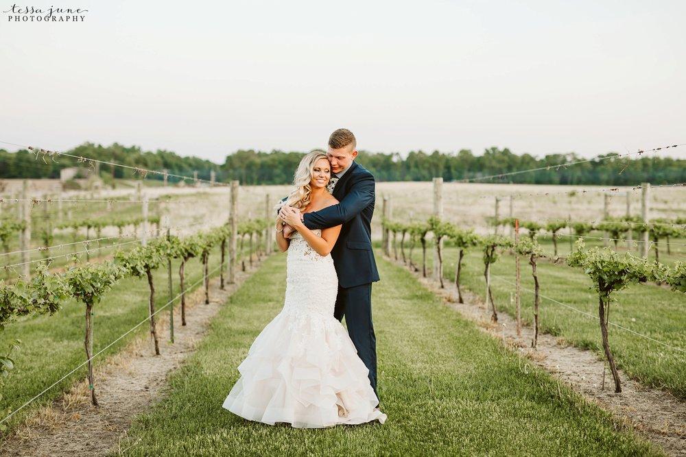 carlos-creek-winery-wedding-alexandria-minnesota-glam-elegant-floral-159.jpg