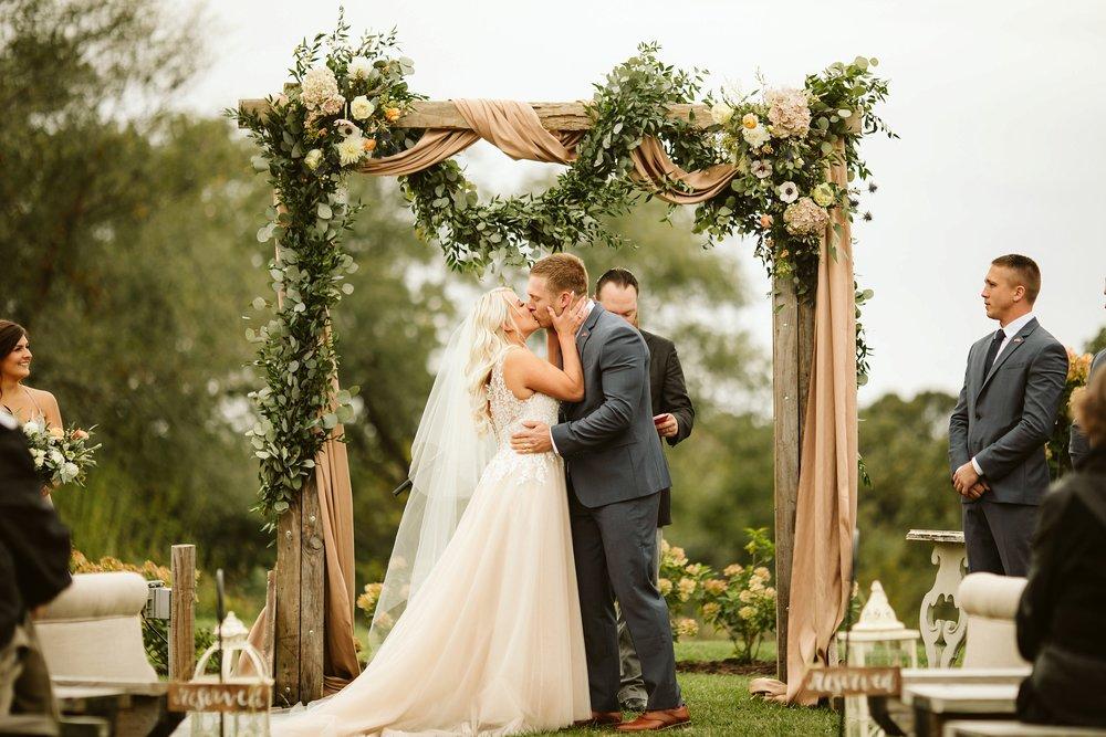 john-p-furber-farm-wedding-in-september-blush-and-coral-flowers-131.jpg