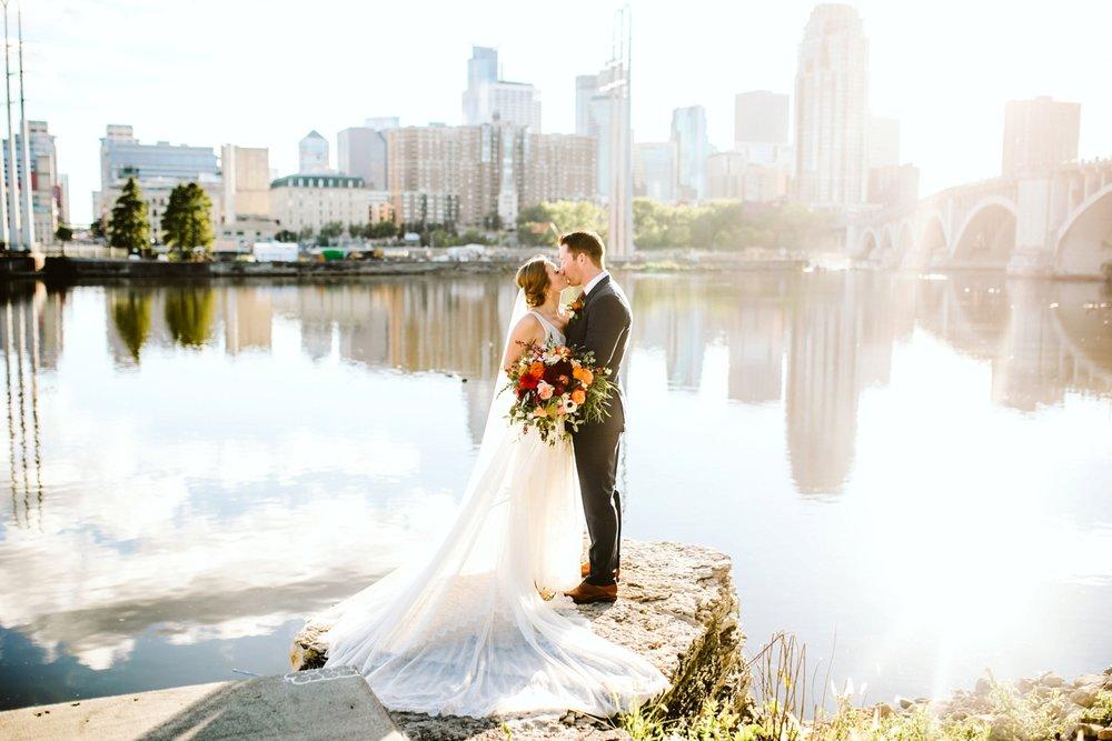 Nicollet-Island-Pavilion-Minneapolis-September-Coral-Navy-Wedding-71.jpg