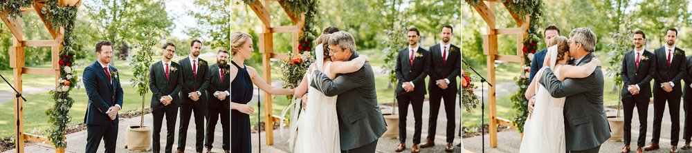 Nicollet-Island-Pavilion-Minneapolis-September-Coral-Navy-Wedding-100.jpg