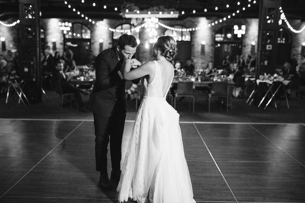 Nicollet-Island-Pavilion-Minneapolis-September-Coral-Navy-Wedding-171.jpg