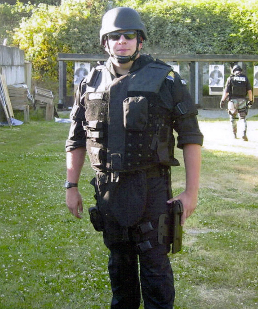 Field Training Officer Timothy Quinn Brenton, 39, of the Seattle Police Department, was shot and killed in a drive-by shooting while on duty on October 31, 2009. He is survived by his wife Lisa, his son Quinn, and daughter Kayliegh.