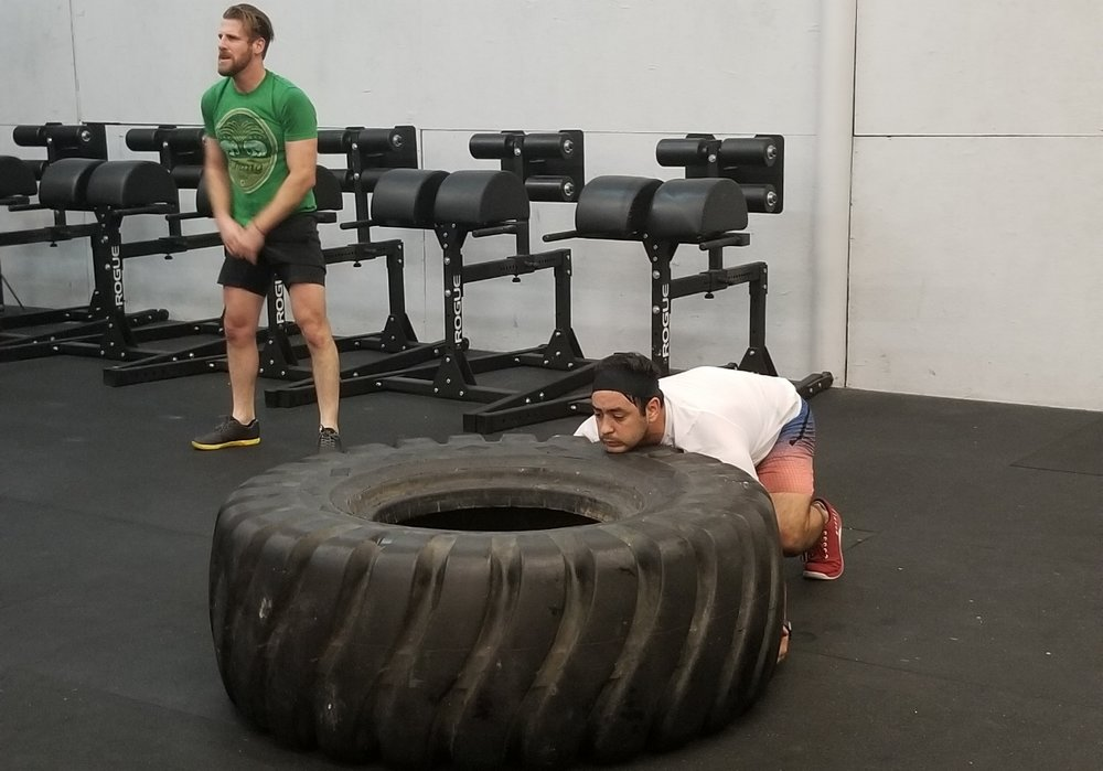 Andy Hernandez with a very good setup for a tire flip.  Driving with the legs and not pulling with the arms is vital to lifting a heavy tire.