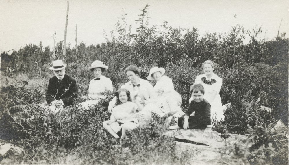 1920's Ojibway picnic HPK centre RBK Mr. Clifford Mordon on left (from Hamilton).jpeg