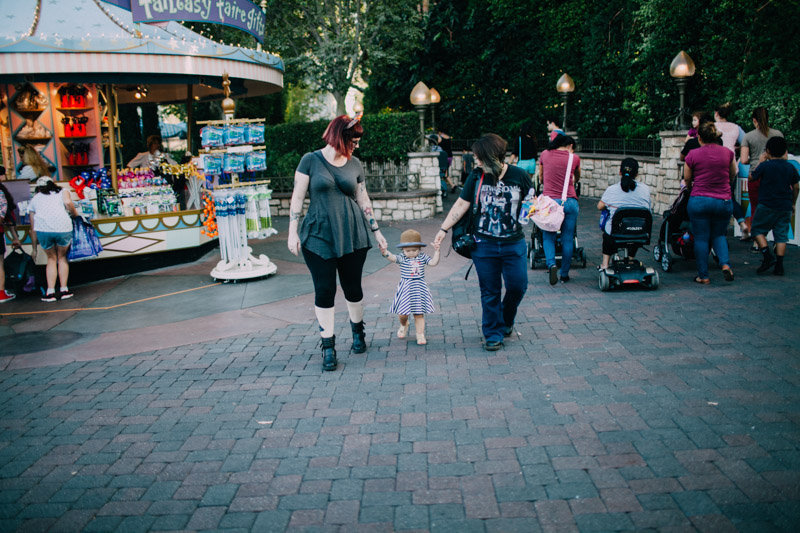 disneyland family portraits-5638.jpg