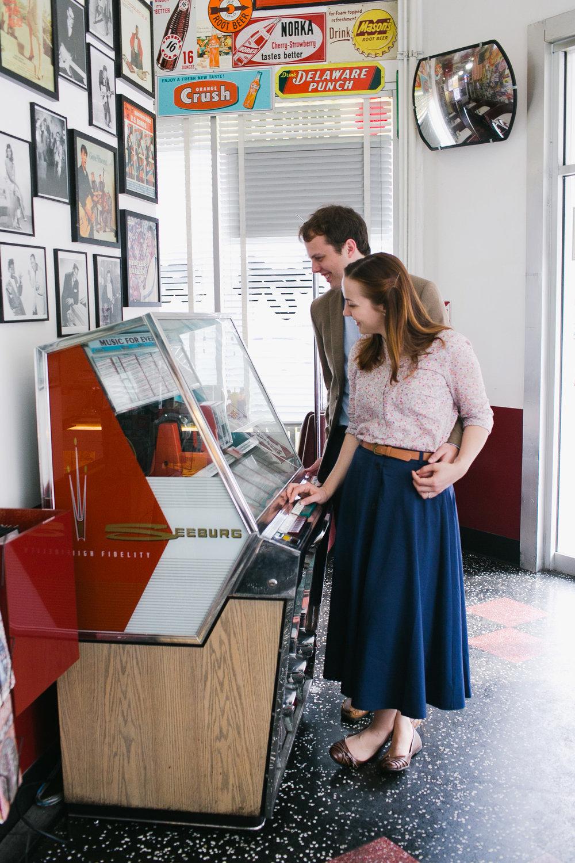 Taylor & David :: Cafe 50s