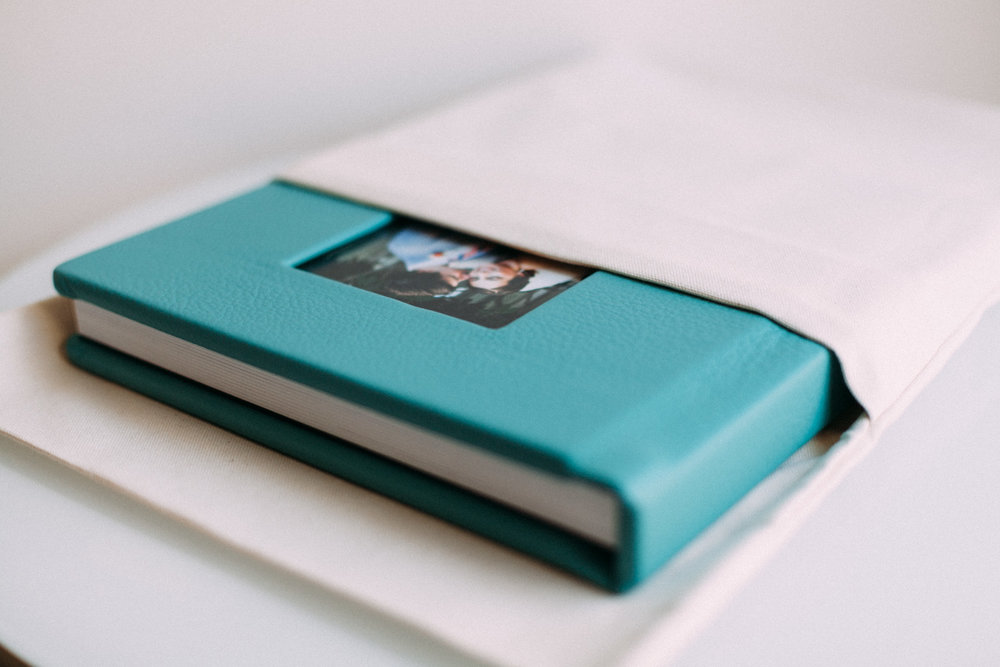 custom layflat albums - 4 sizes10 spreadslinen or leathercameo plus engravingflush mountthick pages