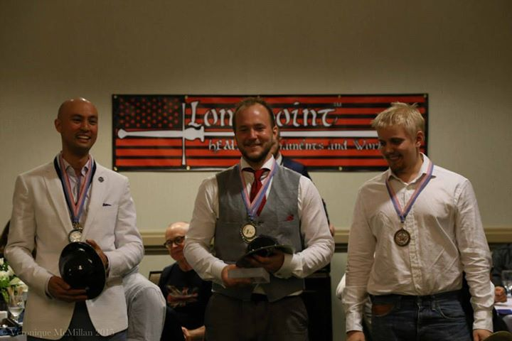 Miekan & kupurakilven mitalikolmikko, Bill Grandy (Virginia Academy of Fencing, USA), Axel Pettersson (GHFS, Ruotsi) ja Kristian Ruokonen (EHMS, Suomi)