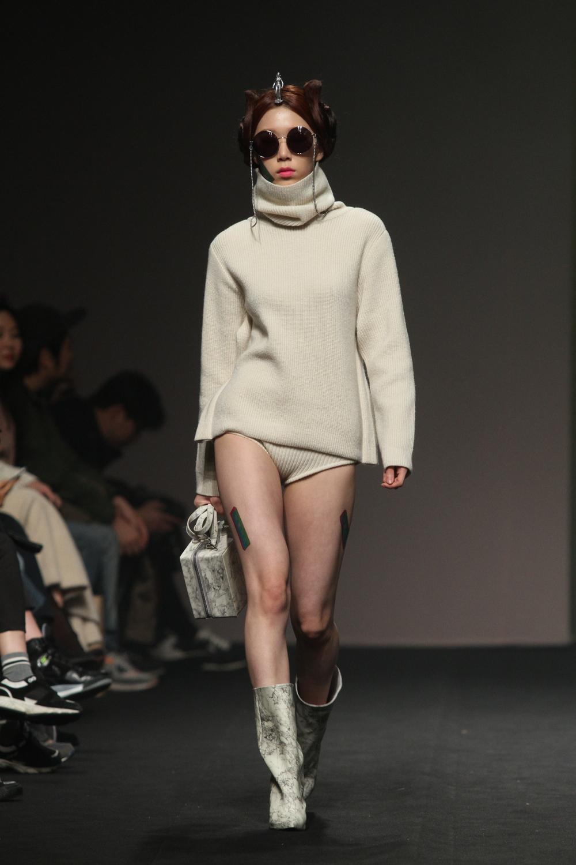 SeoulFashionWeek-FW15-TheCentaur-3