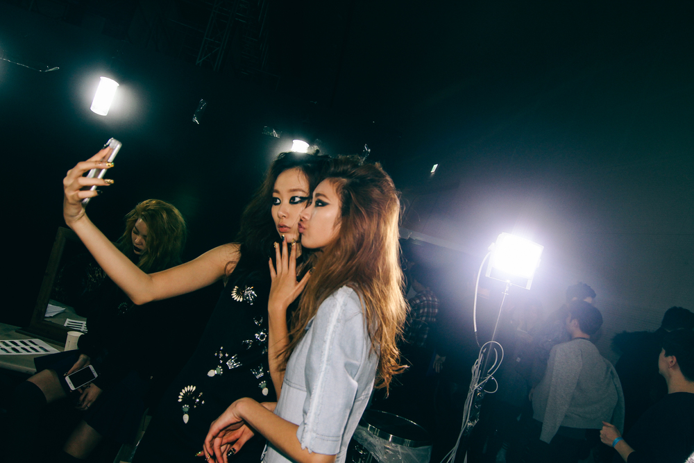 Backstage-SeoulFashionWeek-FW15-11