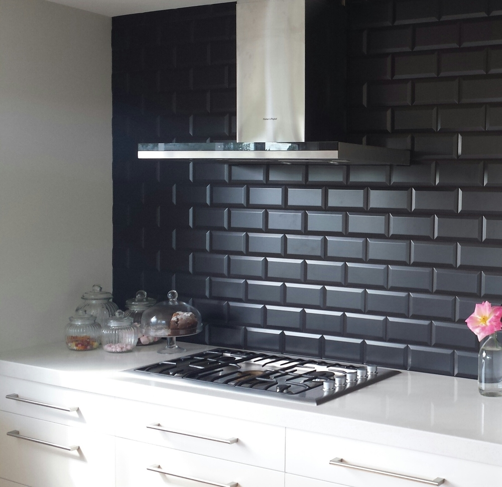 Zola_negro_kitchen_splashback.jpg