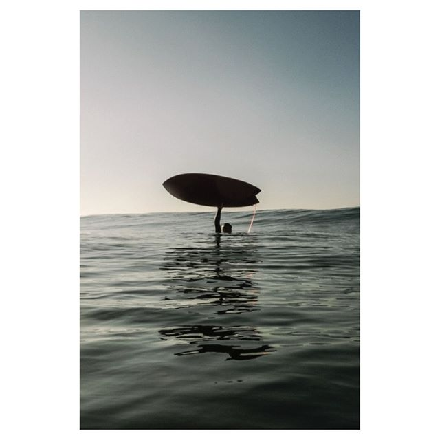 winter glory . . . . . #surfing #water #leica #photography #photooftheday #worldcaptures #makeportraits #friendsandwalls #storyportrait #postmoreportraits #makeportraitsnotwar #chasinglight #justgoshoot #handsinframe #acertainslantoflight #makemoments #toldwithexposure #acolorstory #minimalhunter #welltravelled #justbackfrom #followmetoo #whatsinmybag #cntravelereats #passportexpress #passionpassport #dametraveler #outdoorlife #explore #vsco