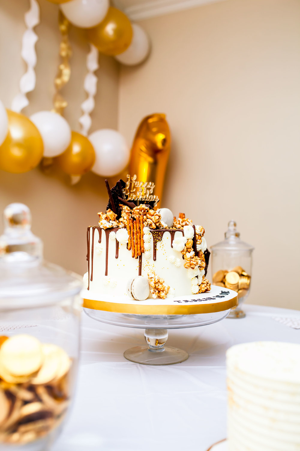 Birthday Photographer Toronto Party Event Photographer Muslim DIY decor cute 2017 Eritrean Somali Ontario Le dolci Ideas Karimah Gheddai Photography cake drip cake cupcakes