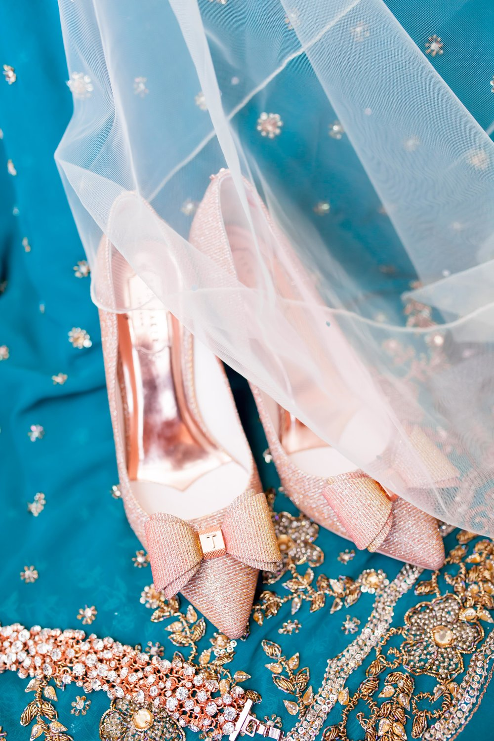 Toronto Wedding Photographer Glam Bright Photos Somali Weddings Habesha Eritrean Indian Kenyan Muslim Arab Ontario Ottawa Munaluchi Bride Karimah Gheddai Photography Eritrean Ethiopian International Destination Verdi Convention Airy Natural Light necklace ted baker bridal shoes Etobicoke pink