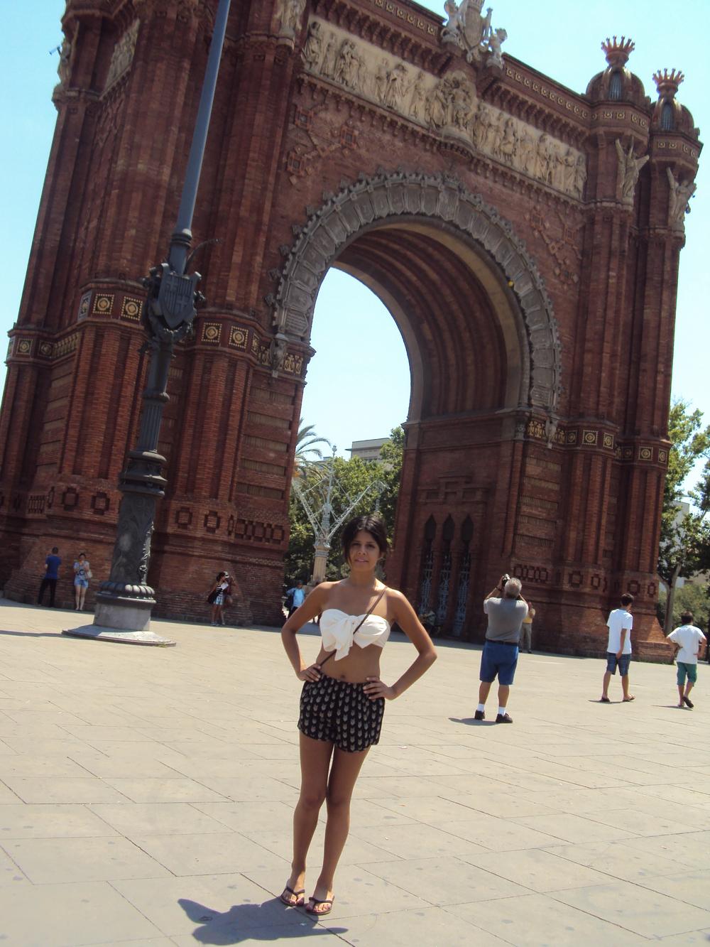 Alyssa_Barcelona_Arc_2013.JPG