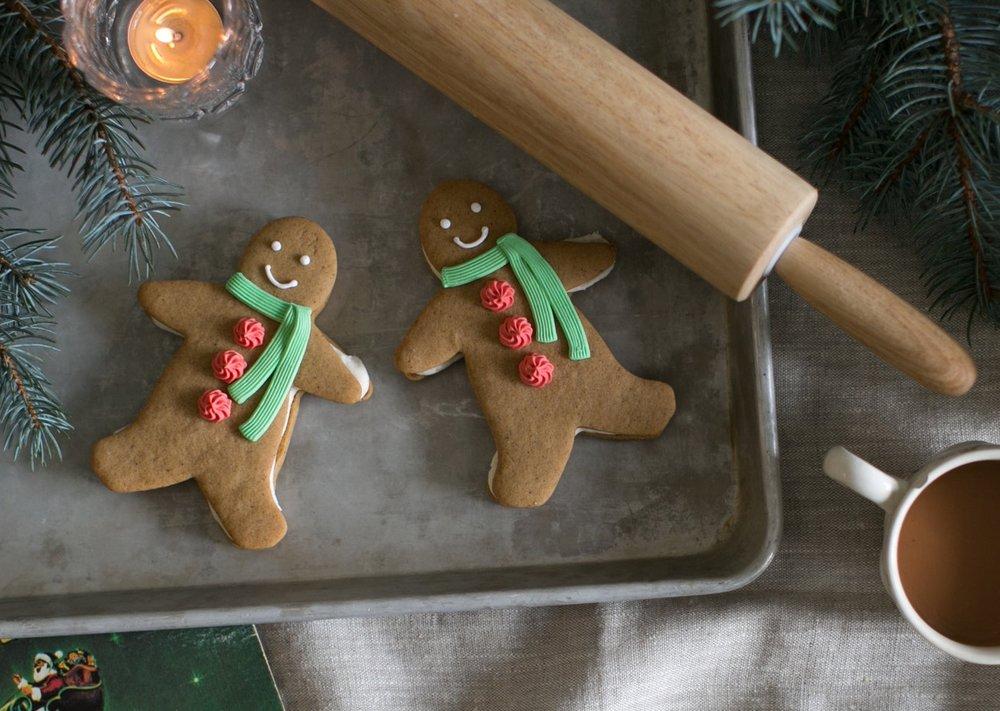 Holiday_2016_SandwichCookies_GingerbreadMen1.jpg