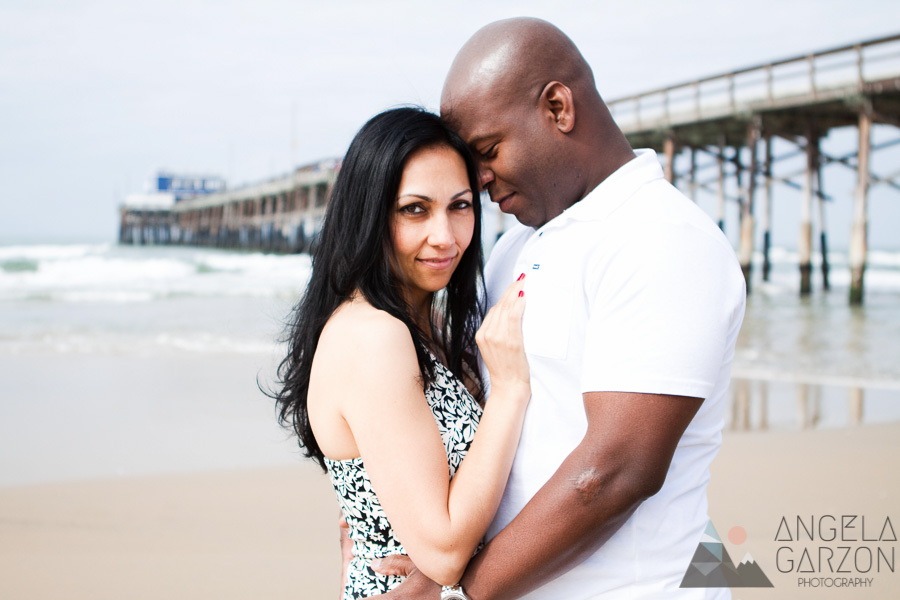 romanic-newport-beach-engagement-session-lifestyle-pier-picture