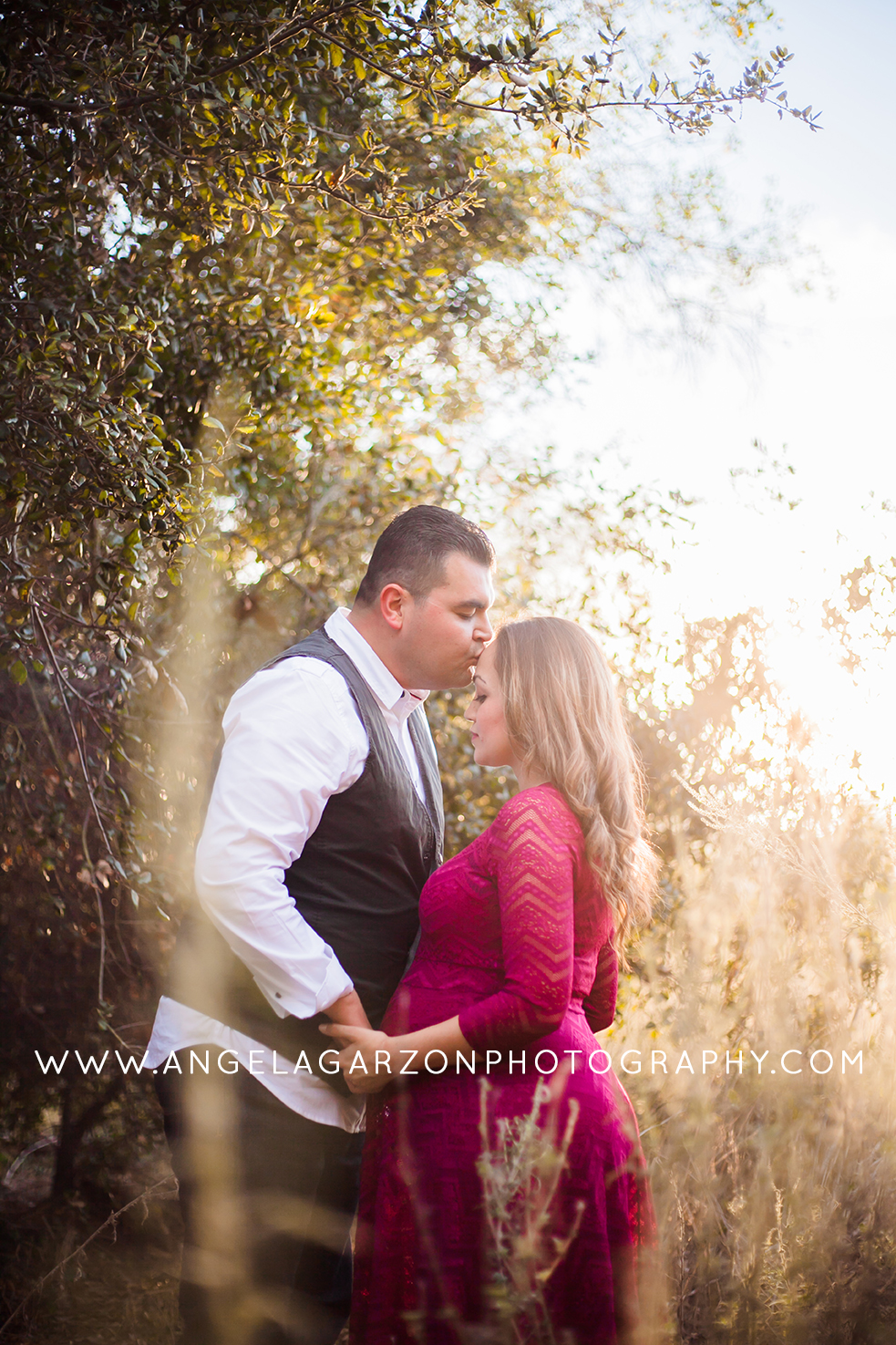 san-diego-photographer-nature-kiss-family-maternity-pregnancy
