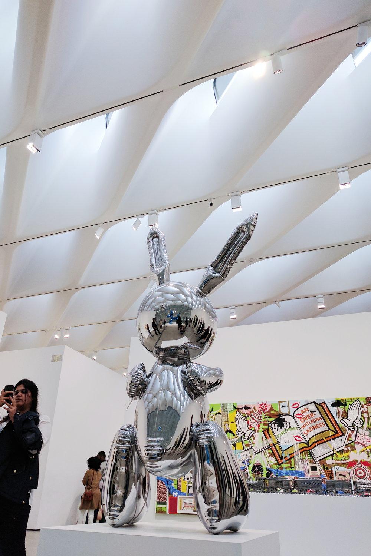 jeff-koons-balloon-rabbit-art-broad-la