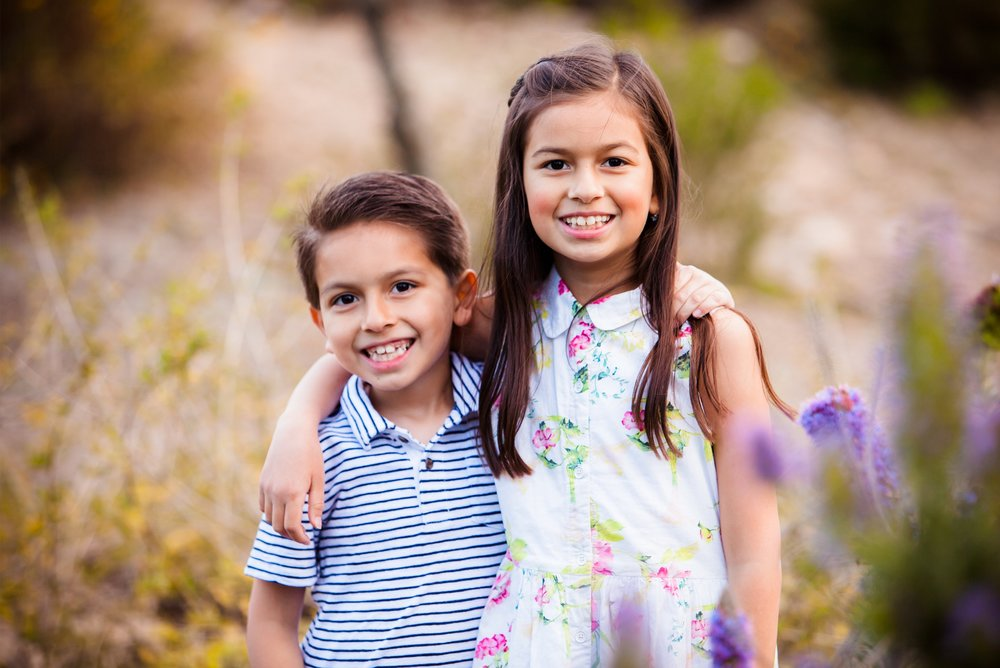 san-diego-kids-hugs-siblings-smiles-portraits.jpg
