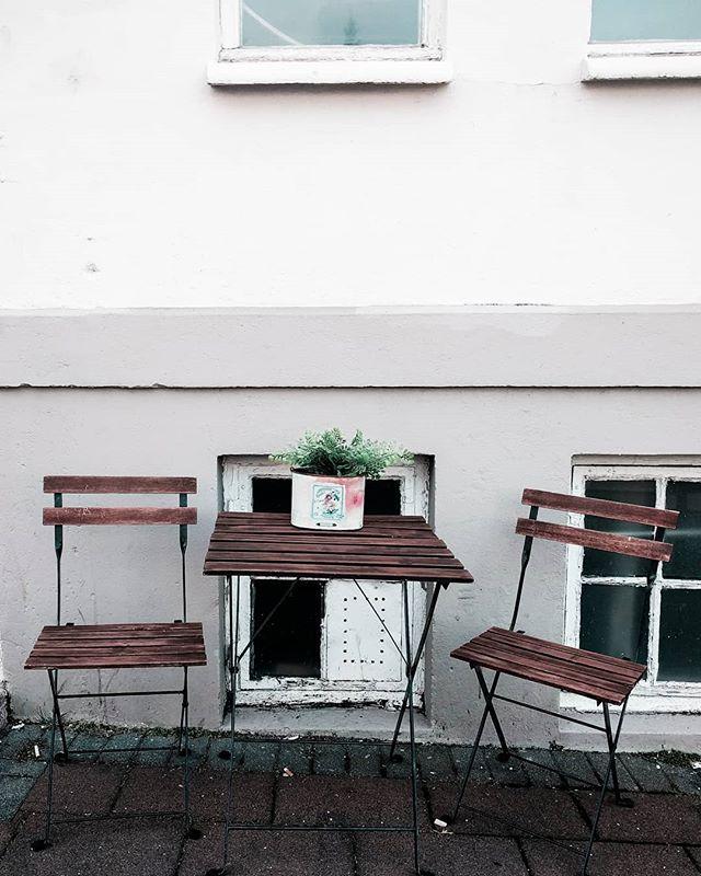 S U N D A Y . . . #sundaygoals #sundayvibes #dametraveler #dameswhotravel #travellife #travellifestyle #visiticeland #sundayviews #travelphotography #travelphotographer