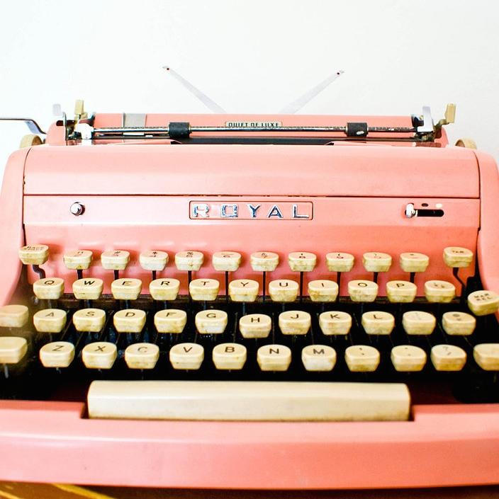 1.pinktypewriter.jpg