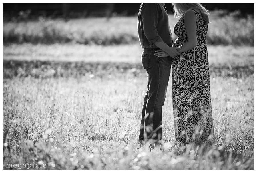 Durham-Maternity-Portraits-duke-homestead