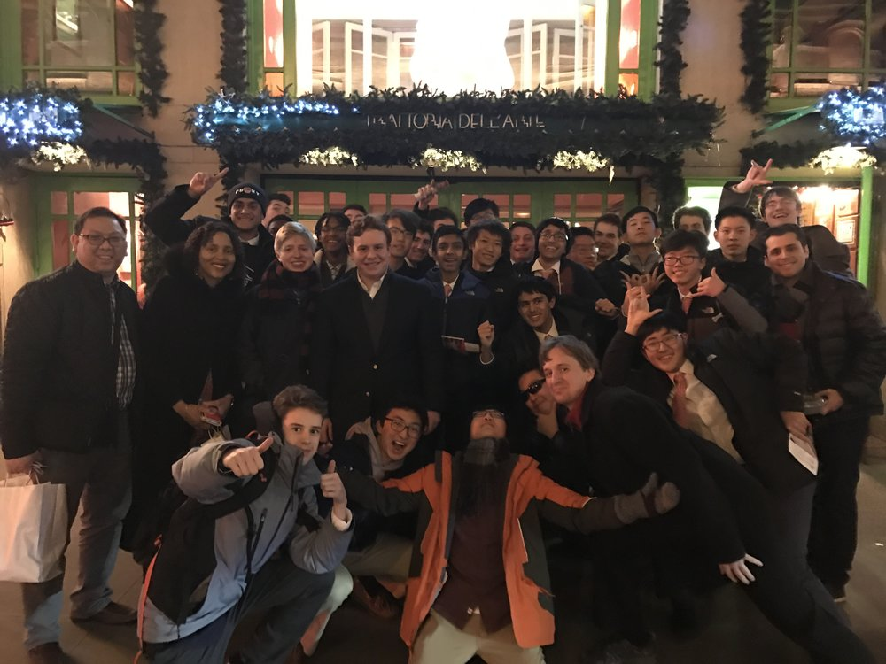 The group dined at the Trattoria Dell'Arte, a restaurant frequented by stars like Beyonce and Jennifer Aniston. Jack Mitchell ('09), the first Gilman jazz band drum player, shared his experience in the music industry with the group over dinner.