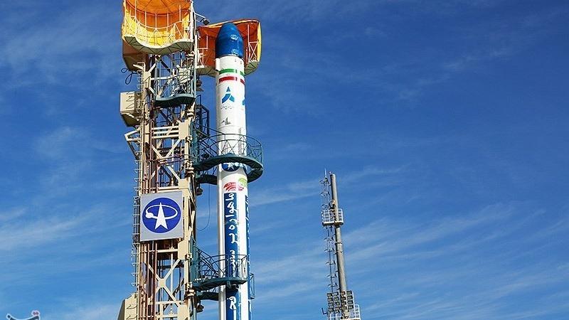 Safir_space_launch_vehicle_carrying_Fajr_satellite_12.jpg