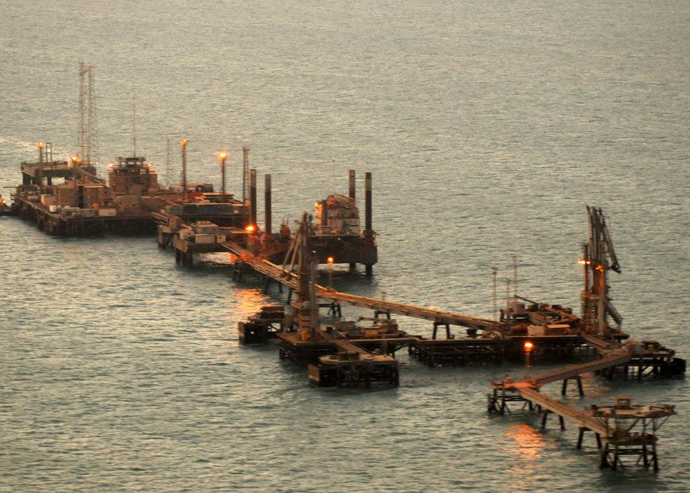 Iraq's_Khawr_Al_Amaya_Oil_Platform_(KAAOT)_just_after_sunrise.jpg