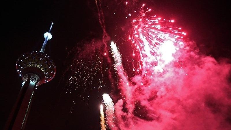 Fireworks_for_anniversary_of_Iranian_Revolution_2015_01.jpg