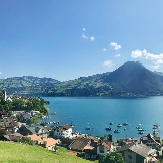 Headed westward on the scenic Goldenpass line from the German part of Switzerland to its warmer French part and saw Montreux, Vevey, and Lake Geneva and more importantly, Chillon Castle and Villa Le Lac 🚈🏰