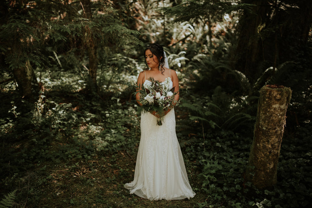 intimate-boho-campfire-wedding-shangri-la-on-the-green-seattle-wedding-photographer-caitlyn-nikula-photography-30.jpg