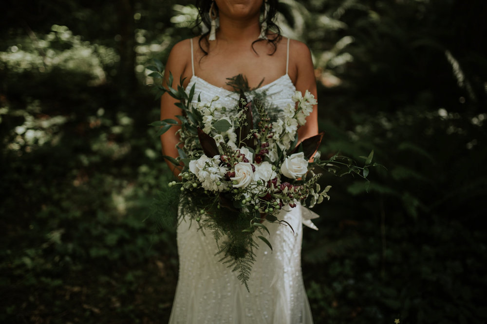 intimate-boho-campfire-wedding-shangri-la-on-the-green-seattle-wedding-photographer-caitlyn-nikula-photography-33.jpg