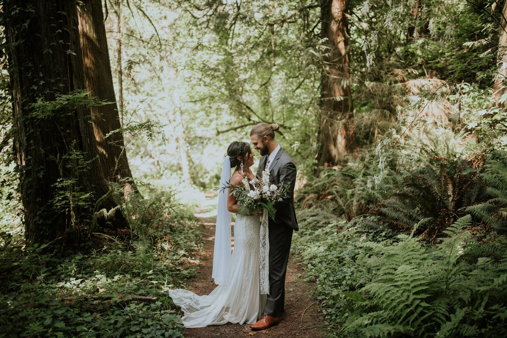 intimate-boho-campfire-wedding-shangri-la-on-the-green-seattle-wedding-photographer-caitlyn-nikula-photography-55.jpg