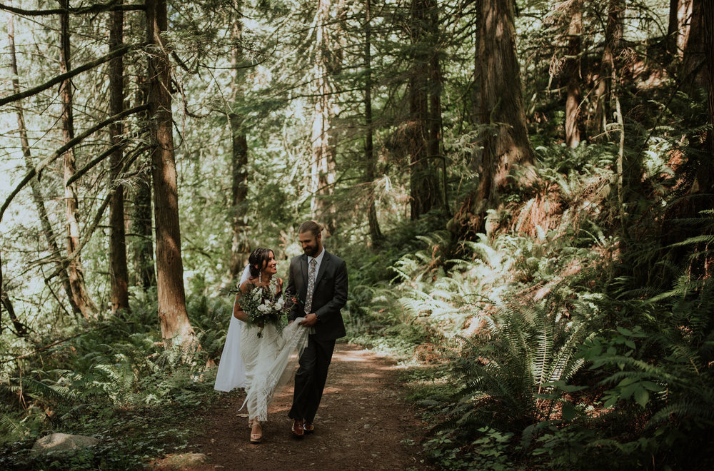 intimate-boho-campfire-wedding-shangri-la-on-the-green-seattle-wedding-photographer-caitlyn-nikula-photography-61.jpg