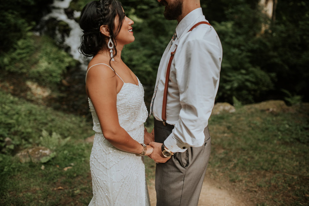 intimate-boho-campfire-wedding-shangri-la-on-the-green-seattle-wedding-photographer-caitlyn-nikula-photography-96.jpg