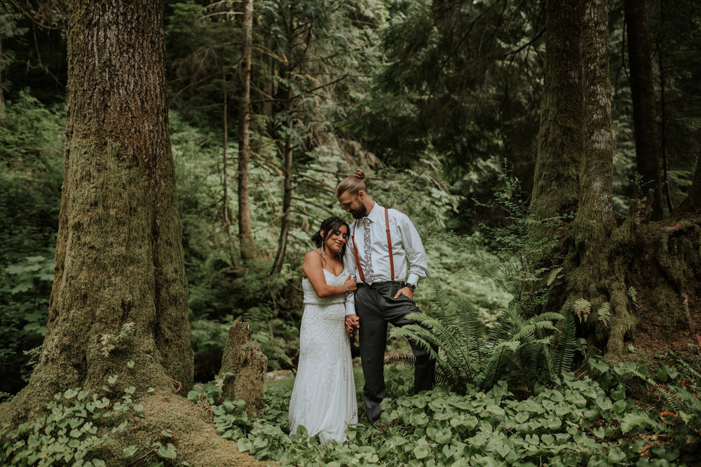 intimate-boho-campfire-wedding-shangri-la-on-the-green-seattle-wedding-photographer-caitlyn-nikula-photography-98.jpg