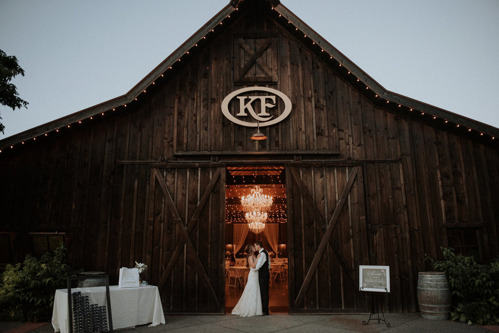 kristen-and-cody-the-kelley-farm-wedding-seattle-photographer-caitlyn-nikula-100.jpg
