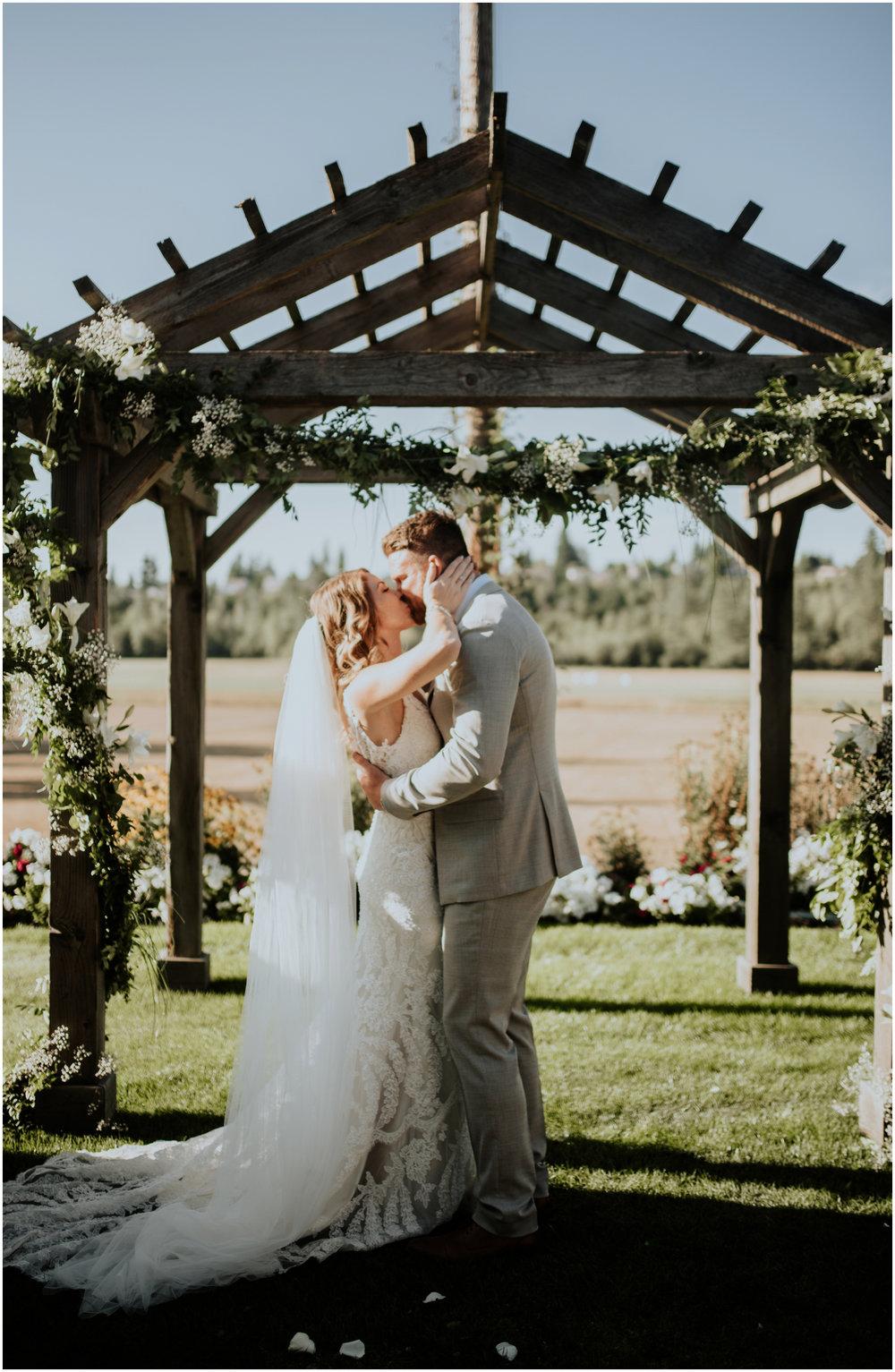 mona-and-matthew-the-kelley-farm-wedding-seattle-washington-wedding-photographer-85.jpg