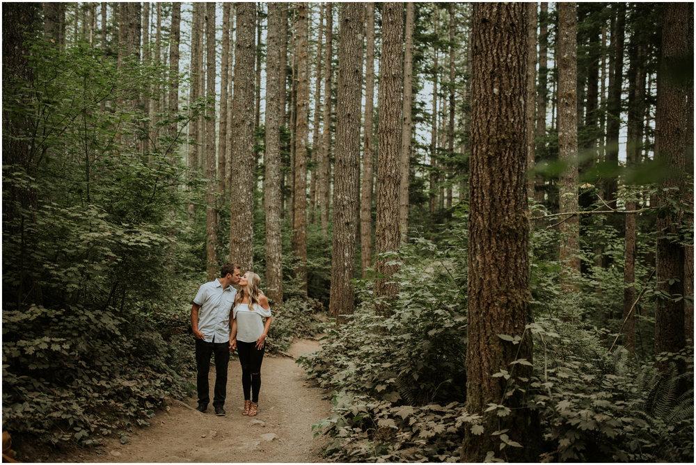 alicia-and-andy-rattlesnake-lake-engagement-session-seattle-wedding-photographer-caitlyn-nikula-002.jpg