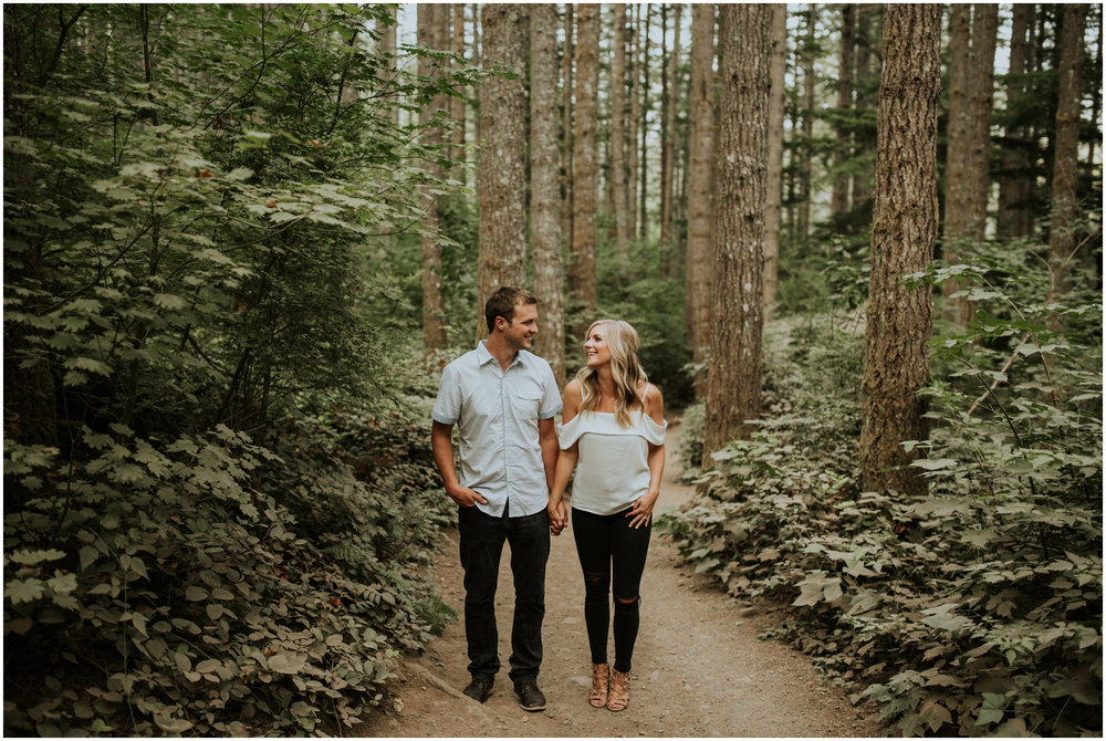alicia-and-andy-rattlesnake-lake-engagement-session-seattle-wedding-photographer-caitlyn-nikula-003.jpg