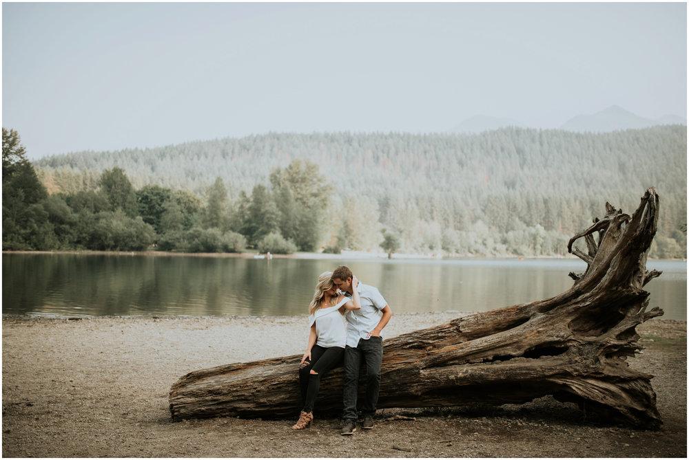 alicia-and-andy-rattlesnake-lake-engagement-session-seattle-wedding-photographer-caitlyn-nikula-013.jpg