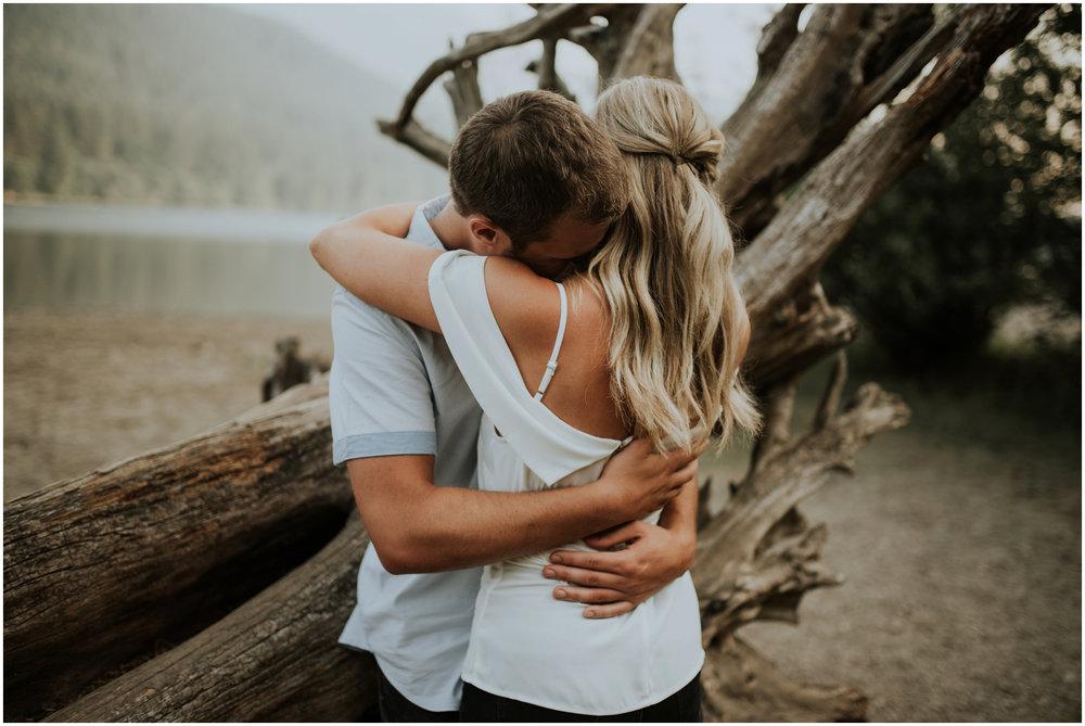 alicia-and-andy-rattlesnake-lake-engagement-session-seattle-wedding-photographer-caitlyn-nikula-016.jpg